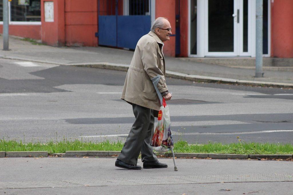 old-man-2549312_1280